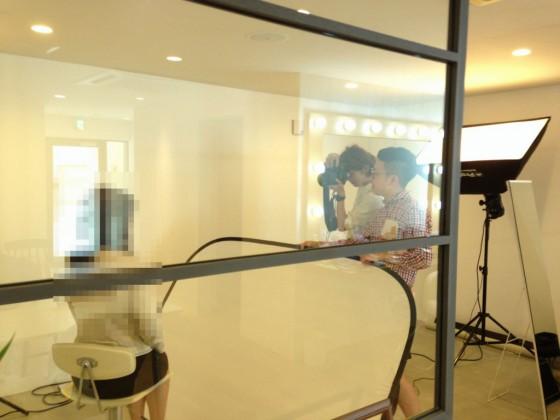 スタジオでお見合い写真